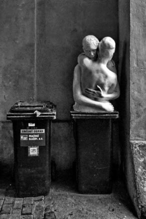 esculturas no lixo