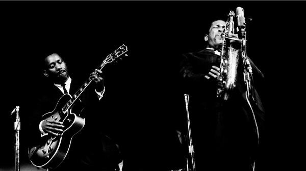 John Coltrane e Wes Montgomery, 1961, Monterey Jazz Festival © Jim Marshall